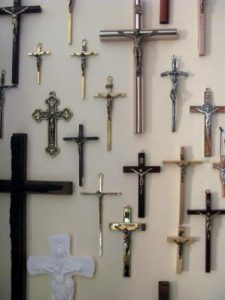 Krzyże wiszące