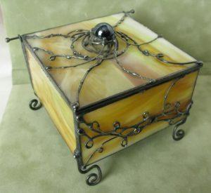 Pudełko ze szkła witrażowego