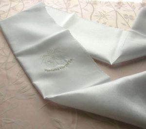 Biała Szata w formie szalika