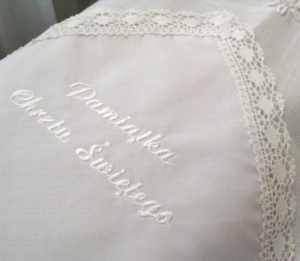 Białe szatki z bawełnianą koronką