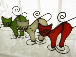 Koty ze szkła witrażowego