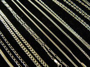 Łańcuszki srebrne, różne wzory.Długość: 40 cm, 45 cm, 50 cm, 60 cm, 70 cm