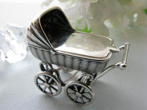 Srebrny wózeczek