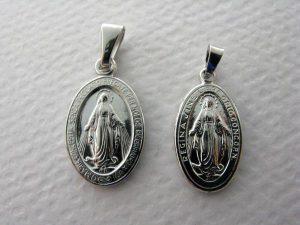 Srebrne medaliki z Matką Boską Niepokalaną