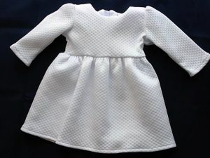 Bawełniana sukieneczka w komplecie z kapelusikiem