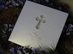 Zaproszenie z ażurowym krzyżem