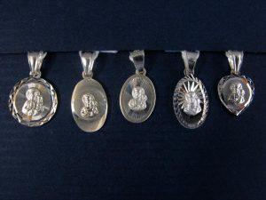 Medaliki z Matką Boską Częstochowską