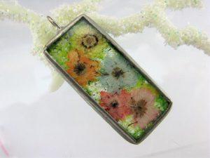 Zawieszka szklana z suszonymi kwiatami