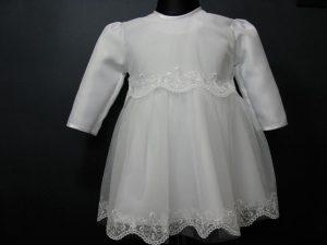 Sukienka do Chrztu z haftowanym tiulemW komplecie z kapelusikiem