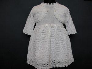 Sukienka do Chrztu z dzianinyW komplecie z kapelusikiem i bolerkiem