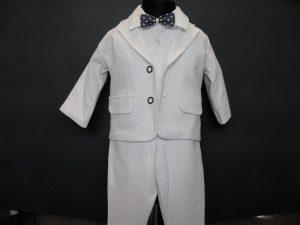 Komplet chłopięcy do Chrztukolor:  białyW skład kompletu wchodzi:body z kołnierzykiem, spodnie z gumką, marynarka, kaszkiet w kolorze spodni i marynarki, muszka