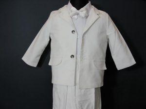 Komplet chłopięcy do Chrztukolor: białyW skład kompletu wchodzi:koszula z kołnierzykiem, spodnie z gumką, marynarka, kaszkiet w kolorze spodni i marynarki, muszka