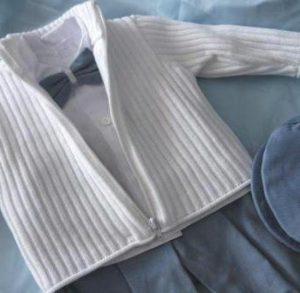Sweterek, spodenki, koszula, kaszkiet