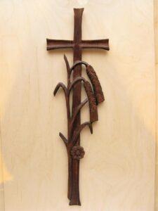 Krzyż wiszący - drewniany, ręcznie rzeźbiony
